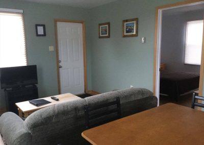 Queen Bed Cottage Rental 5