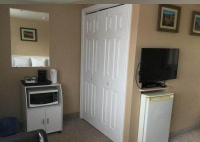 Double Bed Motel Room Rental Parrsborro 6